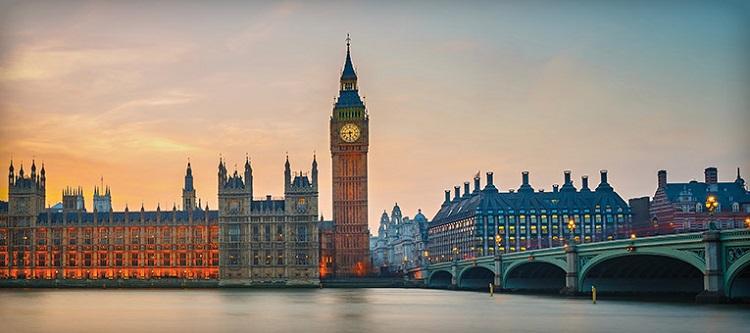 تصویری از لندن و ساختمان های قدیمی اش