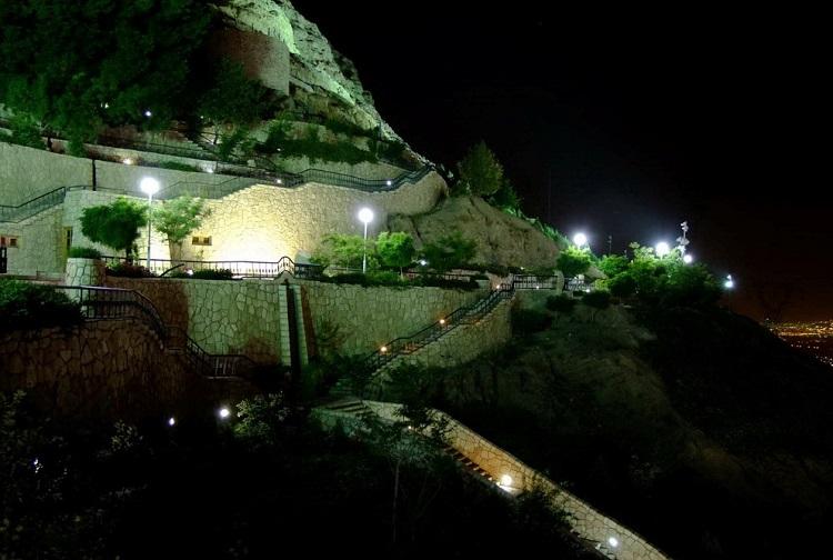 رستوران زاگرس بر روی کوه صفه اصفهان