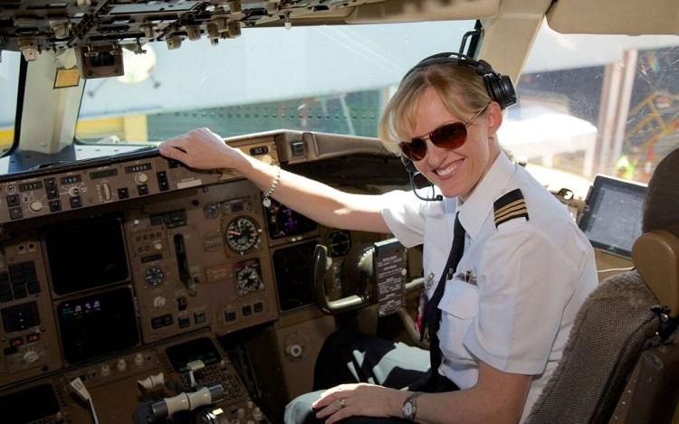 خلبان خانم