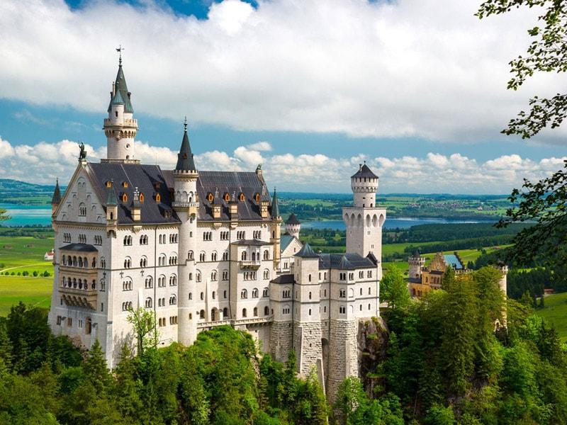 قلعه، قصر و کلیسا