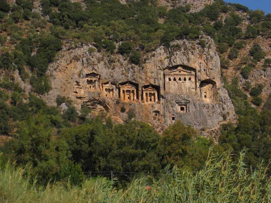 مقبرههای صخرهای کاریان