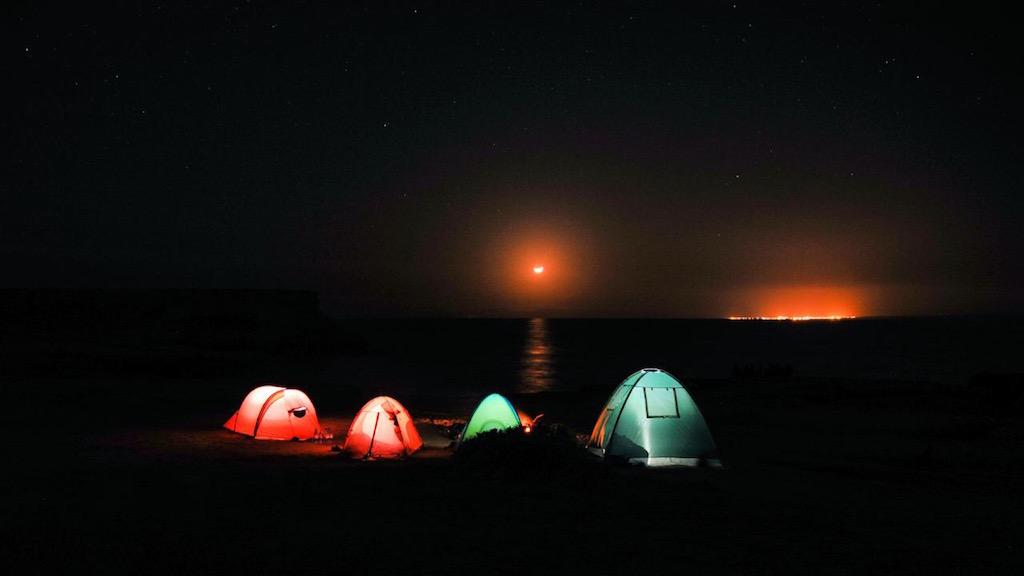 کمپ در جزیره هنگام