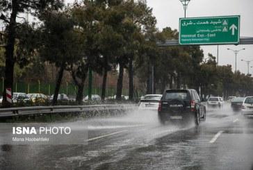 سیلاب همچنان تهدید می کند